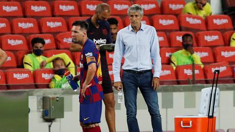 Barcelona head coach Quique Setien and captain Lionel Messi. © Reuters