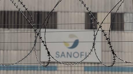FILE PHOTO: An exterior shot of a Sanofi factory in Mourenx, France, October 16, 2018 © AFP / Iroz Gaizka