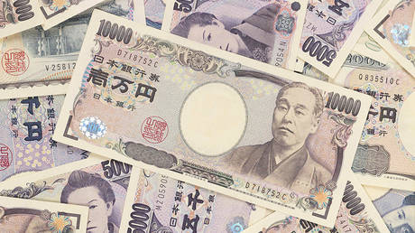Cash-loving Japan to take currency online, as it begins experimenting with digital yen - rt