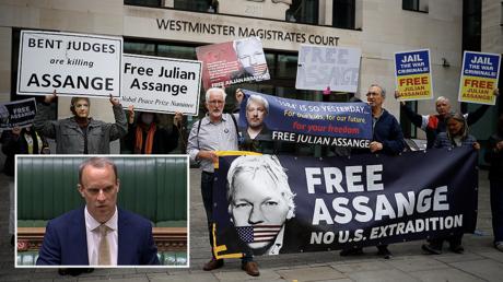 (B-L) UK Foreign Minister Dominic Raab © AFP/PRU/Handout (M) Julian Assange supporters outside Westminster Magistrates court, London © AFP/Tolga Akmen