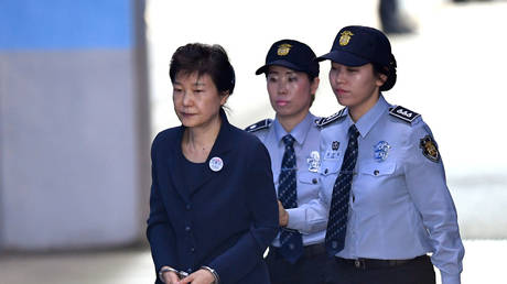FILE PHOTO: Park Geun-hye is escorted to Seoul District Court © REUTERS/Jung Yeon-Je