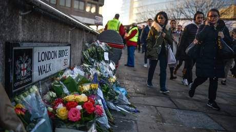 Floral tributes are left for Jack Merritt and Saskia Jones, who were killed in a terror attack, on December 2, 2019 in London, England © Getty Images / Peter Summers