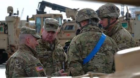 FILE PHOTO Personnel militaire américain au port de Bremerhaven, Allemagne, le 21 février 2020 © AFP / Patrik Stollarz