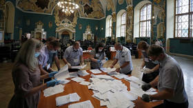 Russians overwhelmingly back changes to constitution with almost 78% voting for & 21% against