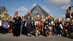 Paris tour guides demand more govt support as Louvre reopens to visitors for 1st time in 4 months