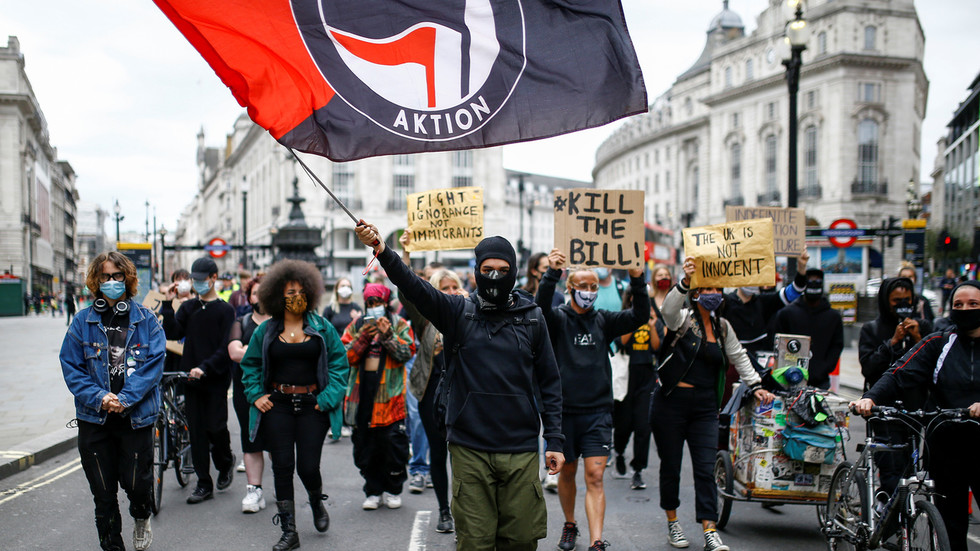 UK government advisers issue stark warning: Avoid local lockdowns or unleash total anarchy