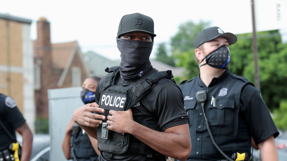 Do black Americans really support defunding the police? Over 80% want cops to stay & keep patrolling their communities, poll shows