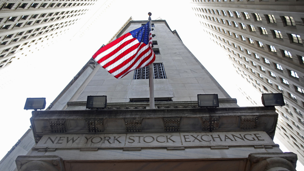 Washington threatens to kick Chinese companies off US stock exchanges