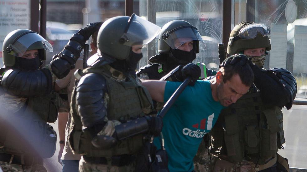 Belarusian SWAT threaten bystanders with GRENADE after collaring teen in viral VIDEO
