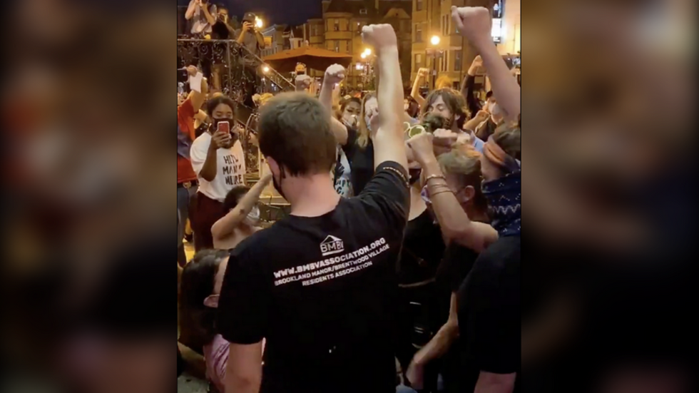 'Are you a christian!?' BLM activists harass restaurant patrons who refuse to raise fists and shout slogans (VIDEOS)
