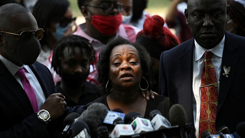 Jacob Blake's family 'disgusted' by Kenosha rioting & violence, his mother issues apology to Trump