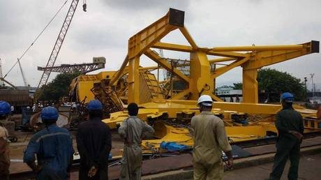 Giant crane collapses at Indian shipyard, killing at least 11 (PHOTOS, VIDEOS)