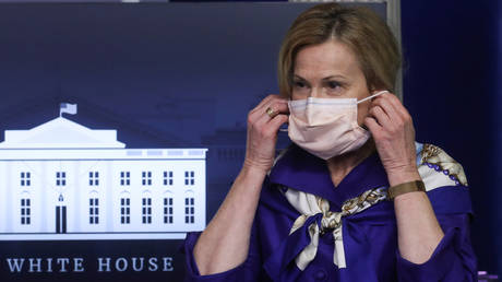 FILE PHOTO: Dr. Deborah Birx puts on a face mask after a news conference at the White House in Washington, DC., May 22, 2020 © Reuters / Leah Millis