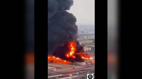 HUGE BLAZE breaks out at food market in Ajman, UAE (VIDEOS) - rt