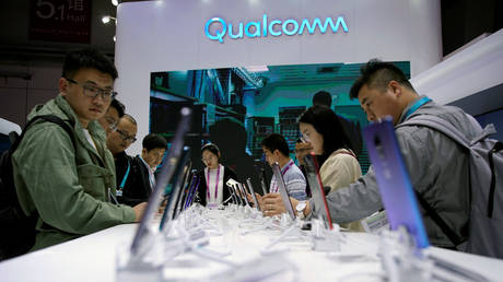 FILE PHOTO: A Qualcomm sign at the China International Import Expo (CIIE) in Shanghai © Reuters / Aly Song