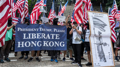 Protesters wave American flags while carrying placards urging the USA to enact the Hong Kong Human Rights Act during the demonstration, Hong Kong 2019/09/08 © LightRocket via Getty Images / Aidan Marzo/SOPA Images