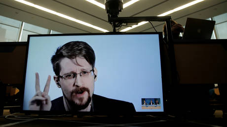 FILE PHOTO: Edward Snowden speaks via video link as he takes part in a round table on the protection of whistleblowers at the Council of Europe in Strasbourg, France, March 15, 2019. © REUTERS/Vincent Kessler