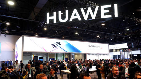 The Huawei booth is shown during the 2020 CES in Las Vegas, Nevada, U.S. January 7, 2020 © REUTERS/Steve Marcus