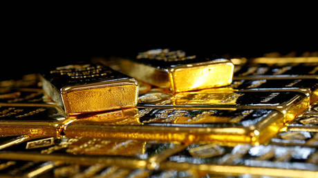 Death of DOLLAR good for GOLD: Bullion pushes past $2,000/oz as greenback dips