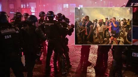 PSG fans gathered in Paris were met by police. © Anadolu Agency via Getty Images