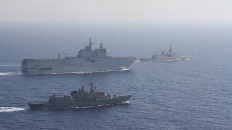 Greek and French vessels sail in formation during a joint military exercise in Mediterranean sea, in this undated handout image obtained by Reuters on August 13, 2020. © Reuters / Greek Ministry of Defense