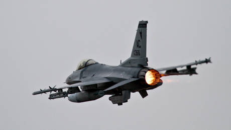 FILE PHOTO: The AI and the human pilot used simulators of the US Air Force F-16 Fighting Falcon
