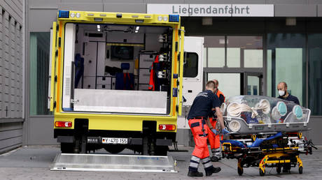 Paramedics load a stretcher into an ambulance that allegedly transported Russian opposition leader Alexei Navalny at Charite Mitte Hospital Complex where he will receive medical treatment in Berlin, Germany August 22, 2020. © REUTERS/Christian Mang