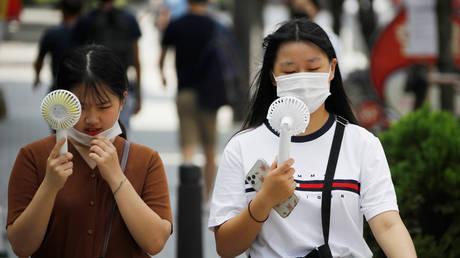 Women wearing masks in Seoul, South Korea, August 20, 2020. © Reuters / Kim Hong-Ji