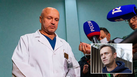 Anatoliy Kalinichenko, deputy chief doctor of the Omsk hospital of intensive care where Alexei Navalny is hospitalized speaks to the media in Omsk, Russia. © Sputnik / Elena Latipova; inset Russian opposition leader Alexei Navalny © REUTERS/Evgenia Novozhenina