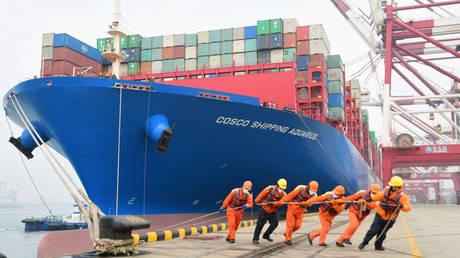 FILE PHOTO: A port in Qingdao, Shandong province, China © Reuters / China Daily