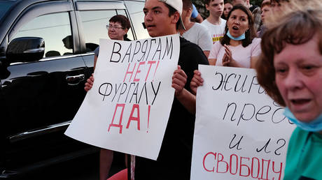 Participants of the protest after the appointment of the acting Governor of the Khabarovsk territory Mikhail Degtyarev in Khabarovsk. © Sputnik / Vikentii Barkovsky