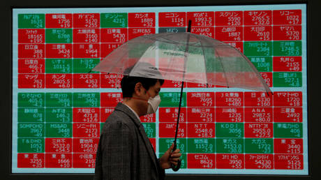 FILE PHOTO: A stock quotation board outside a brokerage in Tokyo, Japan © Reuters/ Issei Kato