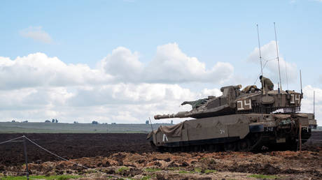 FILE PHOTO: An Israeli soldier stands atop a tank in the Israeli-occupied Golan Heights, January 3, 2020 © Reuters / Hamad Almakt