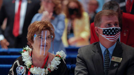 Two delegates wearing face shields and masks at the Republican National Convention in Charlotte, North Carolina, August 24, 2020 © Reuters / Carlos Barria