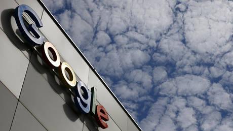 FILE PHOTO: A logo of Google at an office building in Zurich, Switzerland © Reuters / Arnd Wiegmann