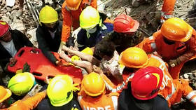 Rescuers cheer as 4yo boy pulled alive from collapsed building in India after 19 hours (VIDEOS)