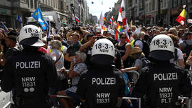 Berlin police promise to disperse anti-lockdown rally marred by multiple scuffles (VIDEO)