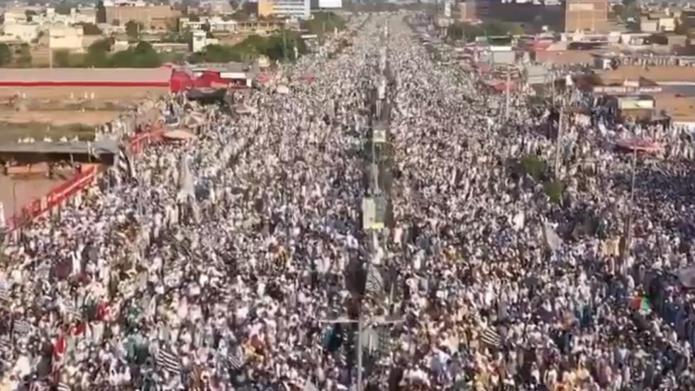 Tens of thousands in Pakistan protest Charlie Hebdo's reprint of Prophet Mohammed cartoon (VIDEO)