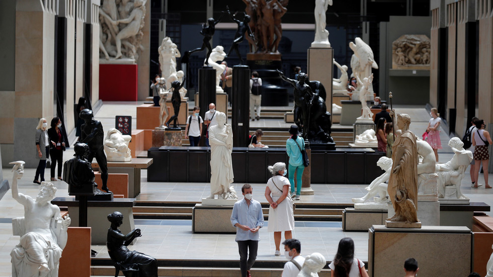 Musée dOrsay Apologises For Turning Away Woman Wearing