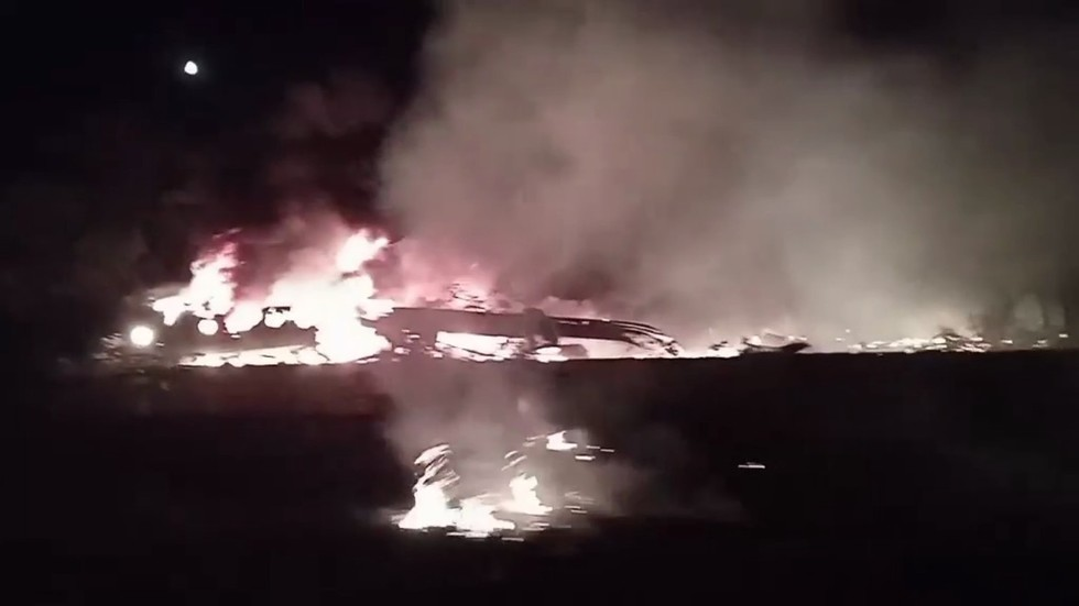 Military aircraft crashes in north-eastern Ukraine, killing at least 22 (VIDEO)