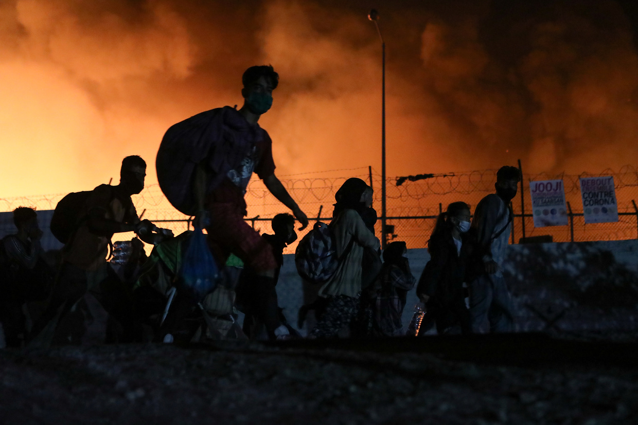 Thousands in desperate need after fire destroys Greece's biggest refugee camp