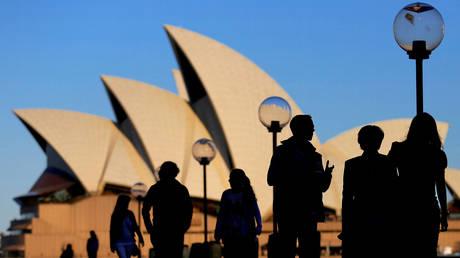 FILE PHOTO: The Sydney Opera House at sunset in Australia © Reuters / Steven Saphore