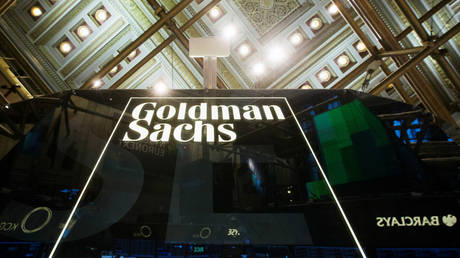 FILE PHOTO: A Goldman Sachs sign above the floor of the New York Stock Exchange  © Reuters / Lucas Jackson