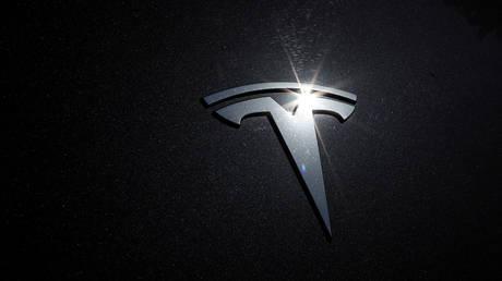 FILE PHOTO: The Tesla logo © Reuters / Lucy Nicholson
