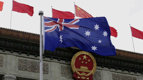 FILE PHOTO: An Australian flag flutters in front of the Great Hall of the People during a ceremony in Beijing, China, April 14, 2016. © Reuters/Jason Lee