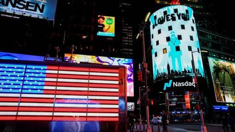 FILE PHOTO: The Nasdaq building in Times Square, New York City, the US © Reuters / Eduardo Munoz