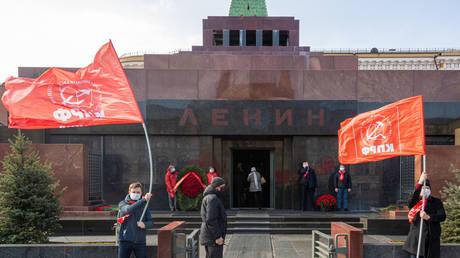Supporters of the Communist party celebrate 150th birthday of the revolutionary leader Vladimir Lenin © Global Look Press/Komsomolskaya Pravda