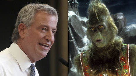 (L) Bill de Blasio © REUTERS/Carlo Allegri/Pool; (R) Jim Carrey in a scene from the film 'How The Grinch Stole Christmas', 2000. © Universal/Getty Images