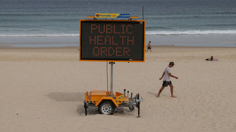 Australian beachgoers being remotely lectured by Big Brother © Reuters / Loren Elliot