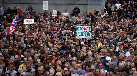 FILE PHOTO: People demonstrate against the lockdown and use of face masks in Trafalgar Square, amid the coronavirus disease (COVID-19) outbreak, in London, Britain, August 29, 2020.